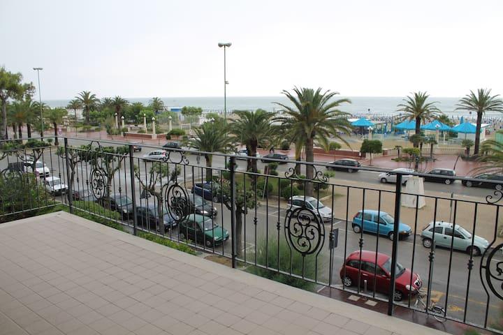 Appartamento Giulianova Lido Centro Fronte-Mare - Giulianova - Apartamento