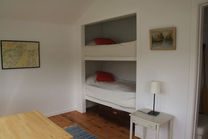 2 bunkbeds