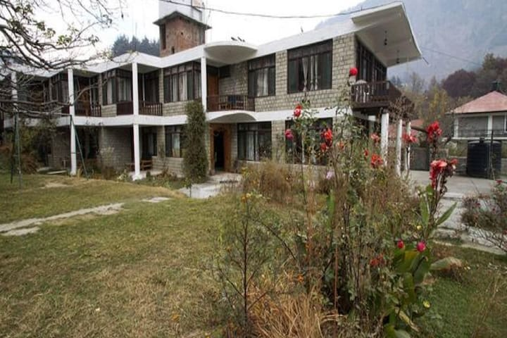 Family Room in the heart of Manali Town 1