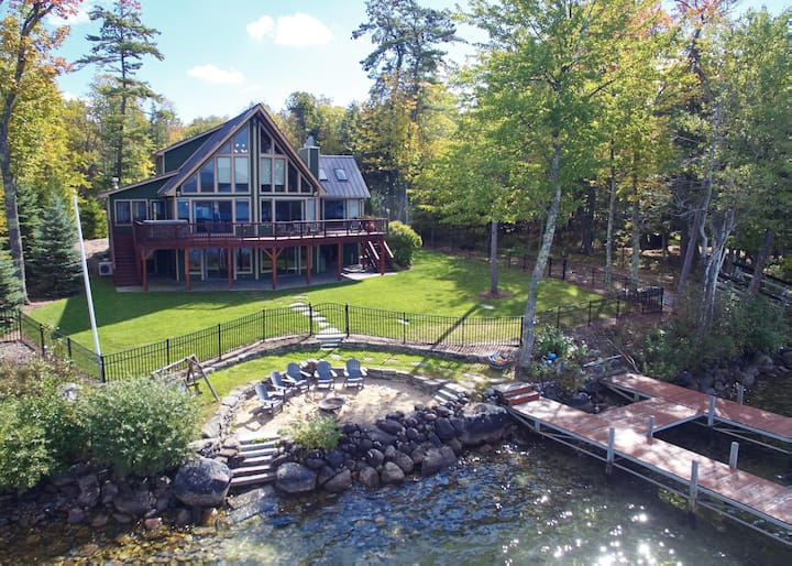 Impeccable, Pet-Friendly, Waterfront Lake Winnipesaukee home with dock and air conditioning
