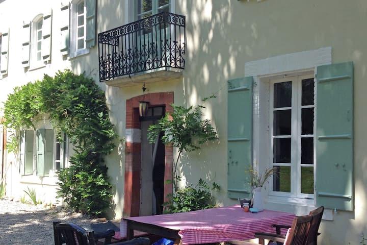 Appartement confortable avec terrasse privée à Artigat