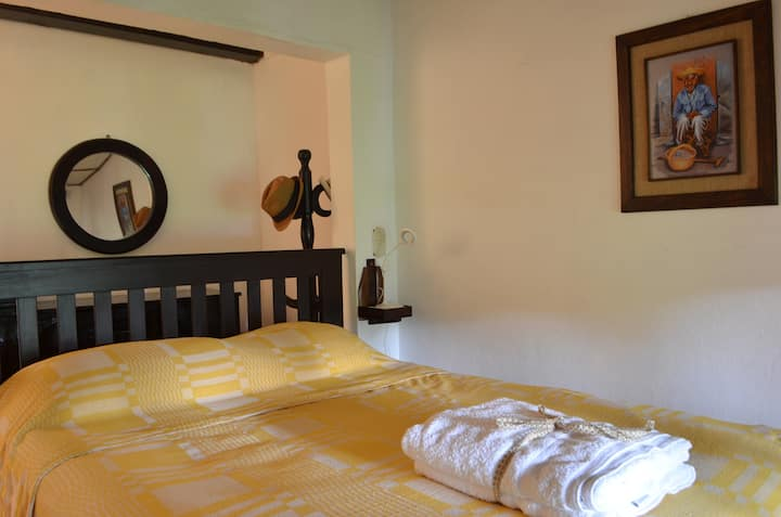"""Room 1 """"Las Flores"""" at Country House in Apaneca"""