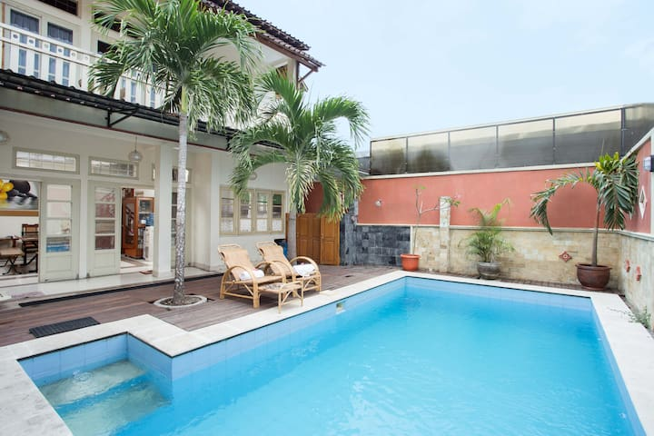 Deluxe 4-person House: Fully Private Swimming Pool
