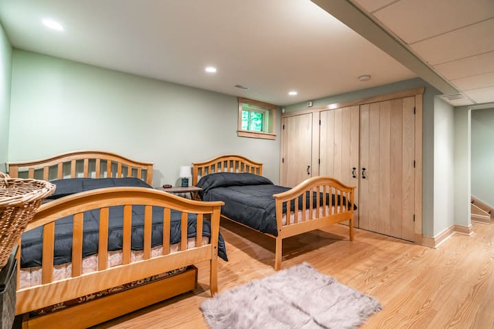 Lower level sleeping with two double beds and a single trundle