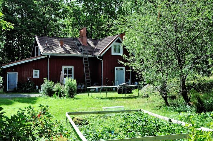 """Torppamäki - """"Siru"""", huone puistonäkymällä"""