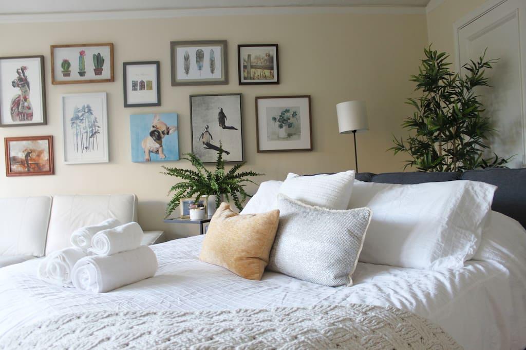 LIVING ROOM/ ROOM #2