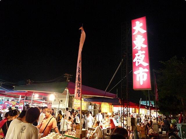 騎車5分鐘到大東夜市 5 mims by scooter to Dadong night market