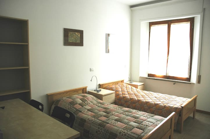 bedroom -n.2- 10 minutes from Siena center by bus