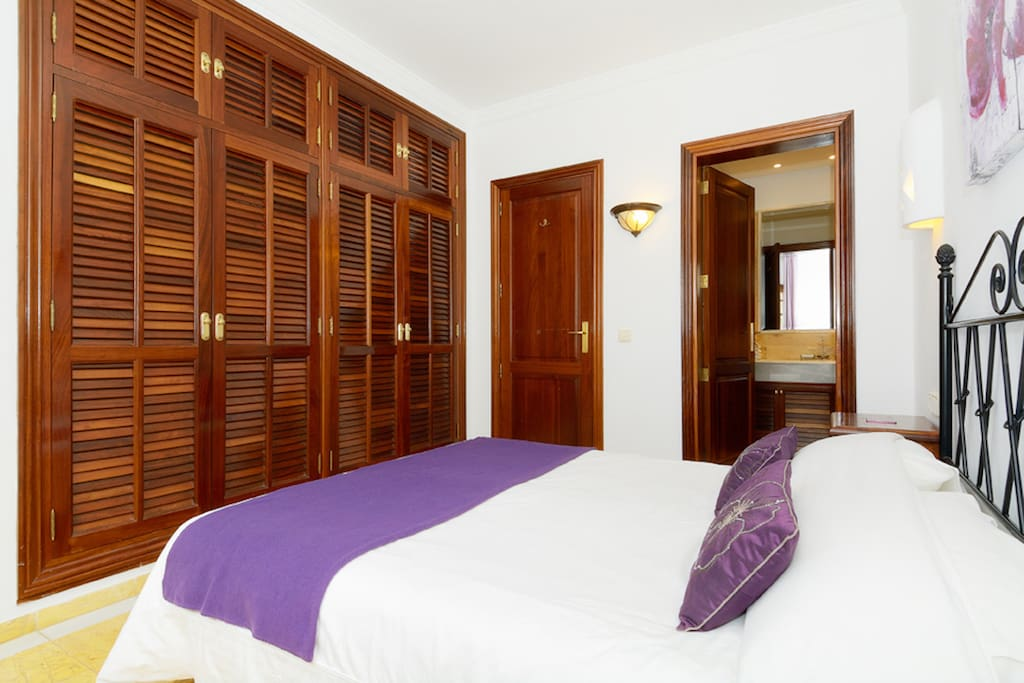 Schlafzimmer mit Doppelbett,Bad ensuite