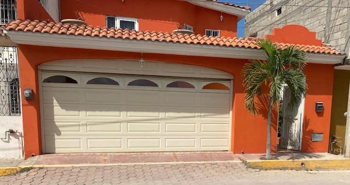 Casa Bonita y Confortable  a 10 min de la Playa