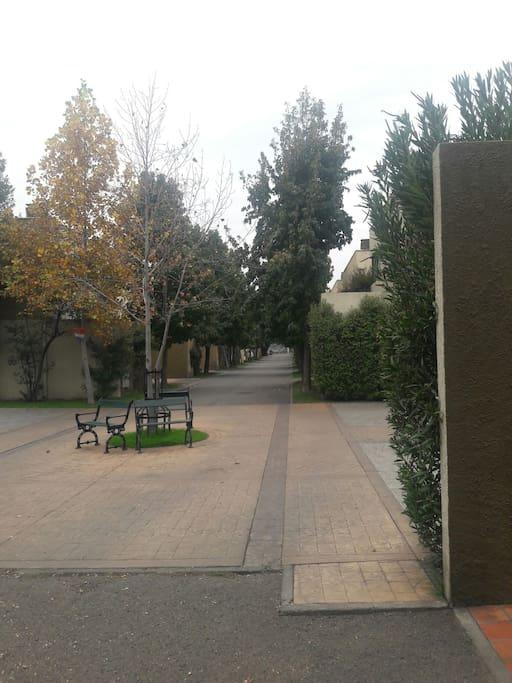 Plaza interior condominio