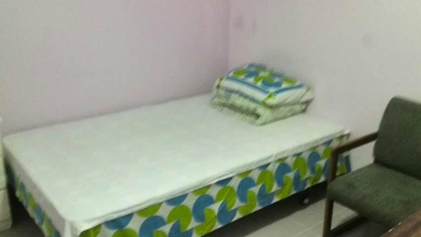 Single bedroom near subway station