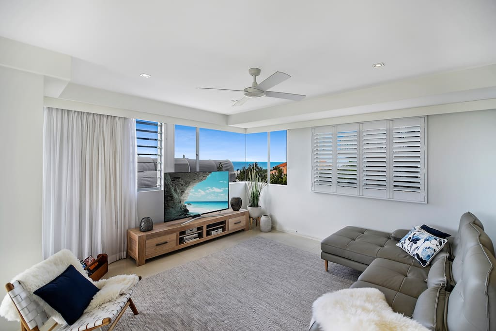 Open Plan Living with Ocean Views and Cooling Breezes