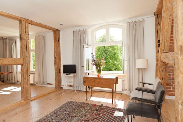 """""""Nonni"""" im Gutshaus Pohnstorf - Alt Sührkow - Selveierleilighet"""