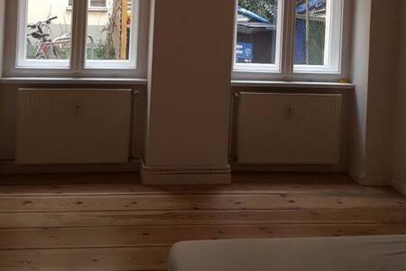 Bright room in great location - Berlin