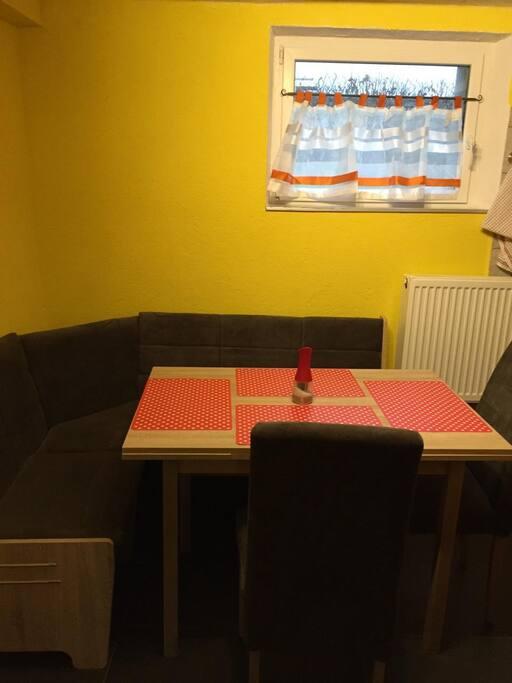 Gemütliche kleine Küche für 4-5 Personen