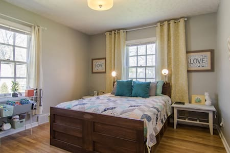 Private guest room and bath in charming craftsman - Canton - Hus
