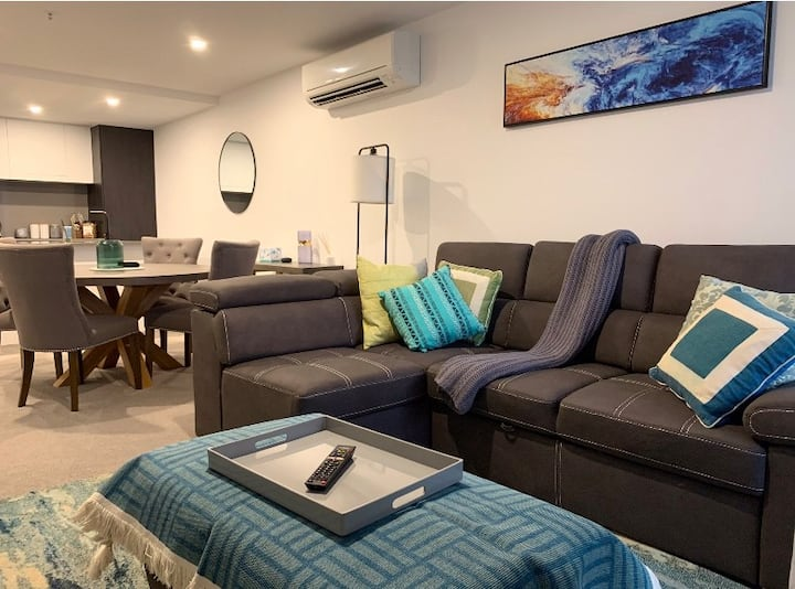 Elegant 2 bed & bath in Braddon's vibrant heart.