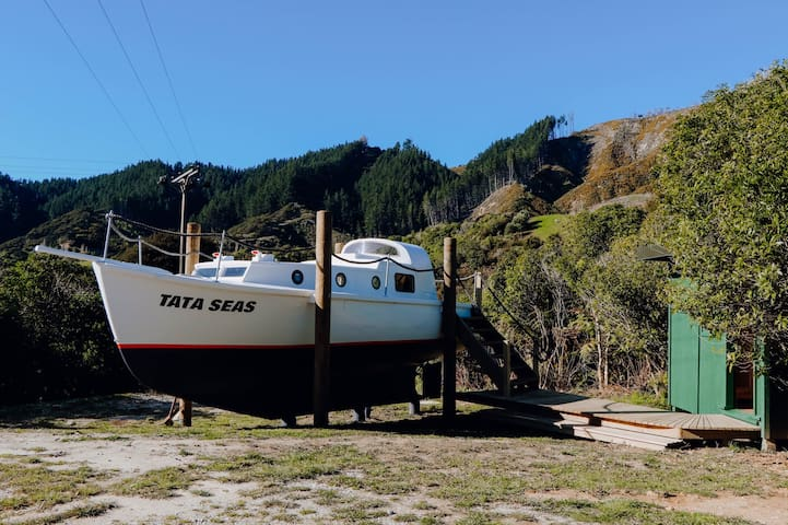Tata Seas - an adventure for the land based sailor