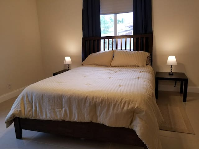 Private master suite w/pvt bathroom/Wi-Fi/parking