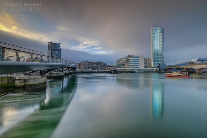 Walking distance to SSE Arena and Titanic Museum