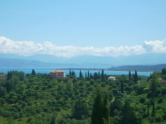 Ferienwohnung für 4 mit traumhaftem Meerblick - Karousades - Lägenhet