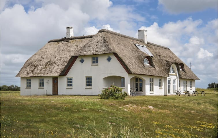 Holiday cottage with 10 bedrooms on 355m² in Vemb