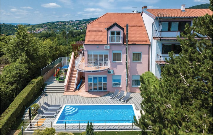 Amazing home in Zagreb with Sauna, WiFi and 6 Bedrooms