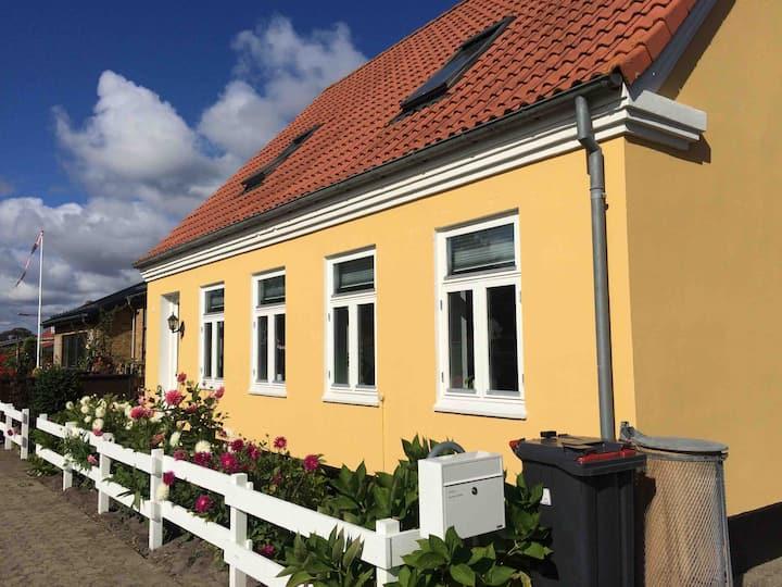 Hyggeligt byhus i Hals