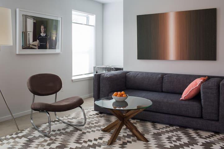 Modern, Zen, Apartment near Downtown and SOCO