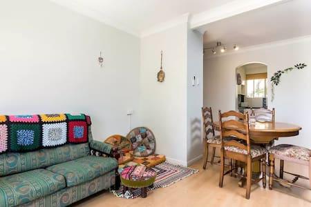 Bright, Clean & Comfortable Apartment in Sandgate - Sandgate - Wohnung