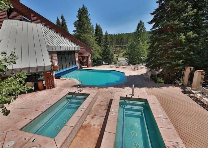Year round indoor/outdoor pool and two hot tubs for your enjoyment. Take in the mountain air and enjoy fun in the pool or relaxing in the hot tubs under the stars.