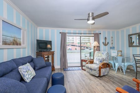 Remodeled for 2020! Affordable & Beachy * Intimate