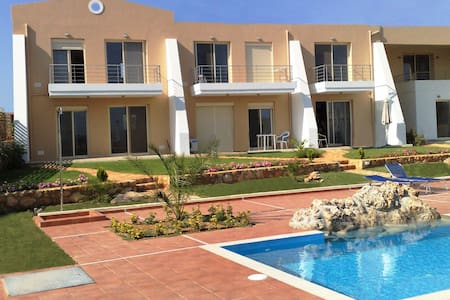 Luxury one bedroom apartment with pool and views - Sternes