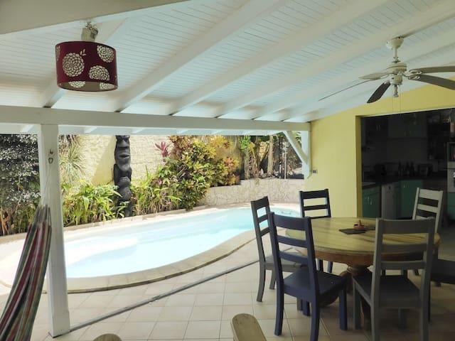 Maison avec piscine dans résidence en bord de mer