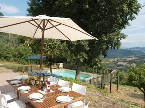 Rural Italian House with pool and stunning views