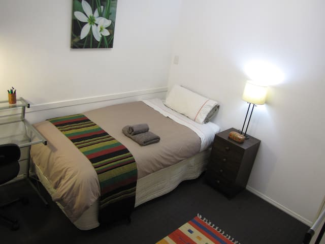 King Single Bdrm near hospital & Smales Farm