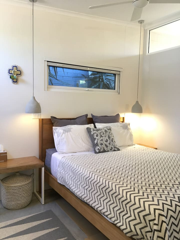 The recently furbished, cosy master bedroom is a quiet sanctuary offering a quality 'pillow-topped' queen-sized mattress,  latex pillows and soft European cushions.  Clothing rack and hangers are provided.