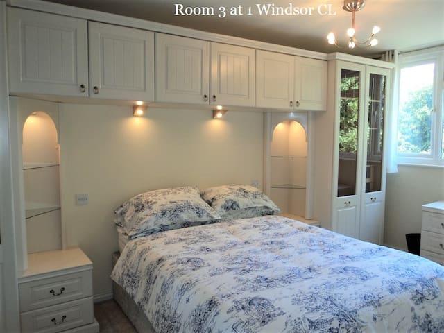 Guild: Rm 3, 1 Windsor Cl, GU2 7QU,  Double Room