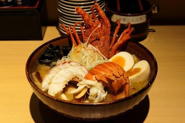 Taste combine biggest Lobster and Ramen!