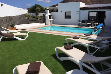 Relaxing luxury villa with pool+bbq