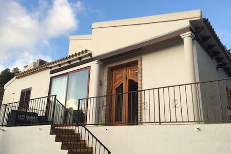 Two Bedroom, 2 Bathroom House with sun terraces - Pedreguer - Дом