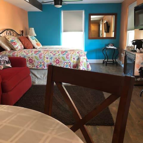 Payne Jailhouse Bed and Breakfast, Caribbean Room