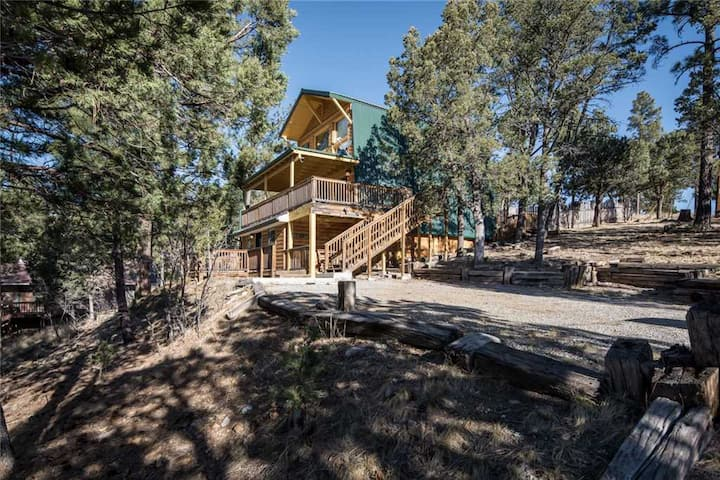 Lucky Bear Lodge, 3 Bedroom, Gas Fireplace, View, Deck, Hot Tub, Sleeps 6
