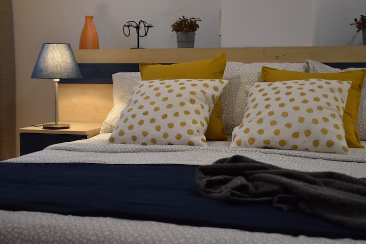 Comfy stay in Dorobanti-area apartment