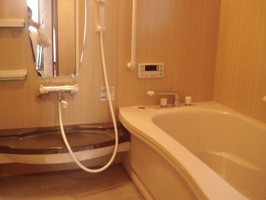Bath room  自動お湯はり機能、冷暖房機能、浴室乾燥機能付き