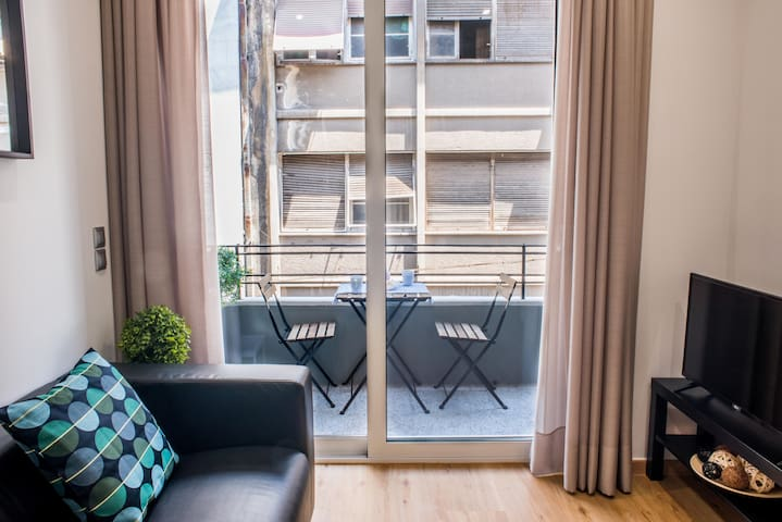 Central comfort Suite with cute balcony for two!