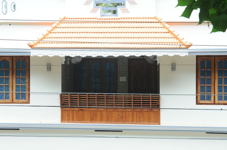 BALCONY BETWEEN ONE ROOM WIT FAN AND SECOND ONE WITH AIR CONDITIONER