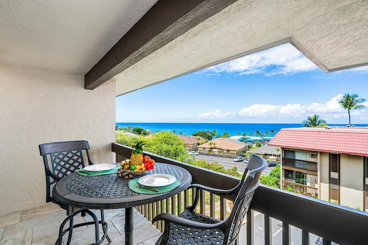 Kona Mansions#229 Top Floor, 2 story Unit w/Ocean views & Air Conditioning