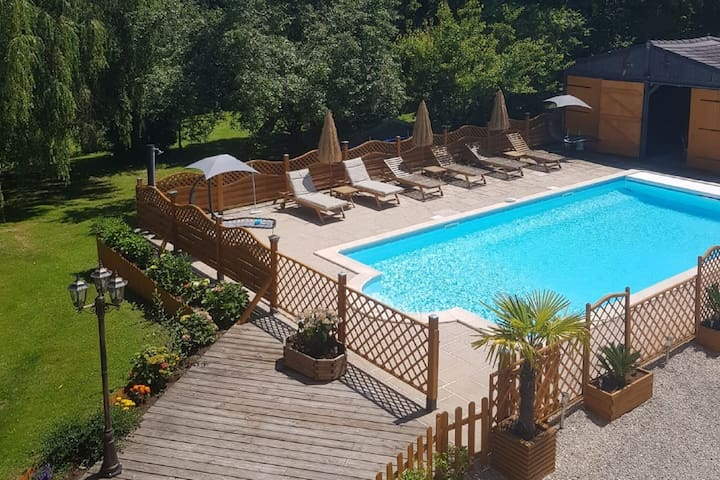 Attractive Villa in Château-Garnier with Swimming Pool